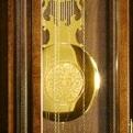 """Коллекция Напольные часы Standuhren Classic 73 наименования стоимостью от 50100 до 14125000 руб. Серия элегантных часов от Hermle – это утончённость классики. Приобретая изделия подобного уровня, вы, несомненно, придадите интерьеру роскошь и шарм старины. Столь сложная, редкой красоты работа традиционно выполнялась лучшими мастерами часового дела, а потому, становясь семейной реликвией, дорогие напольные часы передавались по наследству. В Европе их до сих пор называют """"дедушкиными"""". Сегодня кварцевые и механические напольные часы с боем снова доступны – покупайте и делайте подарки."""