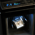 Коллекция Шкатулки для часов 73 наименования стоимостью от 7350 до 39990 руб. Время так и норовит все время ускользнуть от человека, и самый простой способ это сделать – взять и остановить стрелки часов на циферблате. Однако у известной во всем мире компании по производству часовых механизмов LuxeWood есть свое решение этой проблемы – стильные дизайнерские шкатулки для автоматических часов. Большинство представленных моделей  выполнены в деревянном корпусе, который отделан шпоном и покрыт лаком. В зависимости от модели питание шкатулки может подаваться как от сети, так и от батареек, причем универсальный вариант, разом объединяющий оба этих случая, встречается не так часто, как первый. Некоторые шкатулки оснащены выдвижным ящиком и имеют дополнительный отсек для хранения запонок.