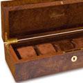 Коллекция Деревянные шкатулки для хранения часов 31 наименование стоимостью от 5000 до 55000 руб. Настоящее английское качество и шарм, воплощенные в шкатулках от фирмы Rapport. В ассортименте вы найдете как яркие модели для женщин, так и брутальный мужской дизайн. Шкатулки, выполненные в классическом стиле, подойдут и тем, и другим, благо выбор большой – древесина или кожаное покрытие, различные расцветки на любой вкус. Для владельцев одной пары часов есть элегантные шкатулки с дополнительными отделениями под запонки.