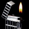 Коллекция Кремниевые 66 наименований стоимостью от 1200 до 10200 руб. Газовые зажигалки от Sarome с кремниевой системой зажигания отличаются оригинальным дизайном. В этой коллекции можно найти подарок и стороннику минимализма и любителю аксессуаров причудливой, интересной формы. Некоторые  модели украшены вставками из смолы, необычными рельефными рисунками, гравированы под  «кожу крокодила», декорированы кристаллами Swarovski.