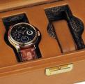 Коллекция Шкатулки для часов 77 наименований стоимостью от 54000 до 15000000 руб. Шкатулки для часов от итальянского бренда Scatola del Tempo уже давно благополучно шагнули за пределы своей функциональности и сегодня по праву считаются произведениями дизайнерского искусства. Благодаря использованию первоклассных материалов каждая модель представляет собой средоточие изящной красоты и элегантного стиля, опираясь на неизменно высокое качество изготовления. Ассортимент шкатулок и других приспособлений для хранения и завода  механических и кварцевых часов поражает стилистическим многообразием и позволяет каждому потенциальному покупателю выбрать оптимальное для себя решение. В  серии ярких запоминающихся шкатулок ROTORI, к примеру, присутствуют аллюзии на спортивную тему, а стильные сейфы-шкафы и боксы, напротив, отличаются предельным минимализмом в оформлении.